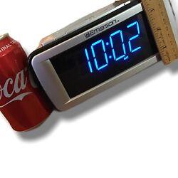 Emerson Dual Alarm Clock Radio Has 2 Separate Alarms Snooze Backup BLUE LED wDim