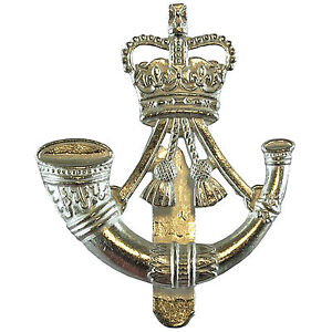 OFFICIAL-Issue-British-Army-The-Rifles-Cap-Beret-Badge-Infantry-V-Hook