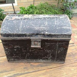 Antique Tin trunk Approx 40x30x27 cm Parkdale Kingston Area Preview