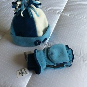 Children's Place Matching Hat and Mittens Set