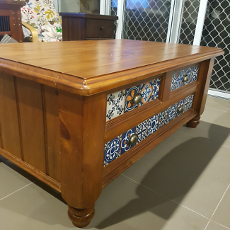 Very unique, stunning coffee table - in great condition