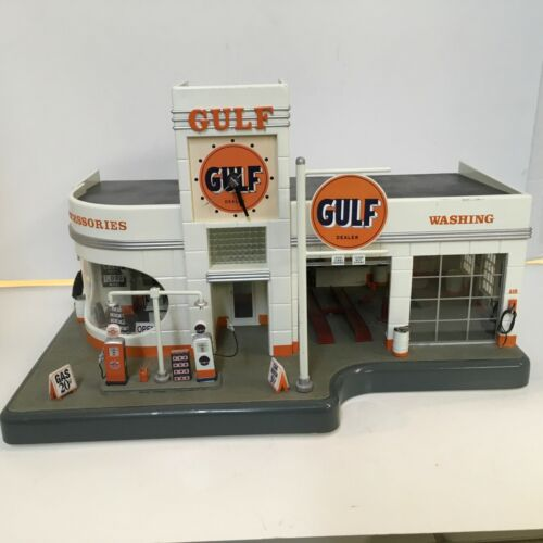 Danbury Mint Gulf Gas Service Station Clock & Diorama1:48 Lighted Car Wash