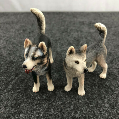 Schleich Male and Female Husky Dogs 16371 and 16372