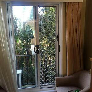 Repair broken window glass sydney building for Sliding glass doors gumtree
