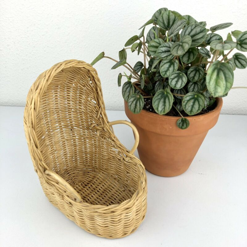VINTAGE Light Wicker Baby Bassinet Cradle Basket Nursery Decor Expecting Mother