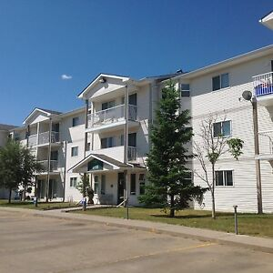 Camrose: Quiet 2 bedroom apartment FOR IMMEDIATE MOVE IN!