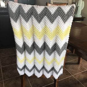 Crib size chevron baby blanket-new.