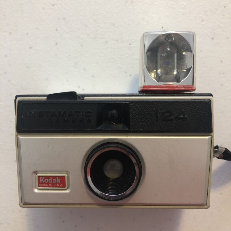 Vintage Kodak Instamatic 124 Camera With Flash Bulb / Un-Tested / Made In USA!