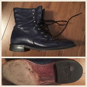 Women's navy blue Justin lace up boots. Size 8, fits like 8.5.