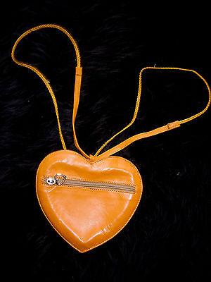 Herzförmiger Tasche (Rar!  Wunderschöne Brusttasche herzförmig Echtleder 2 Riemen f.Arm oder Hals)