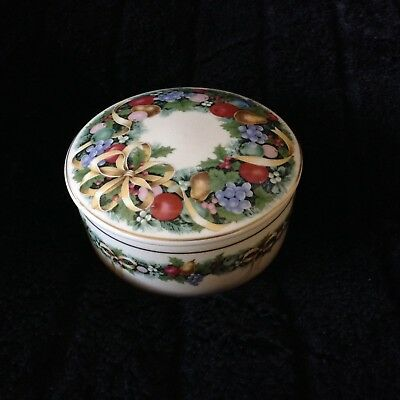 Mikasa Christmas Bouquet Round Box with Lid Ribbon Garland Fruit Japan UTO71/683