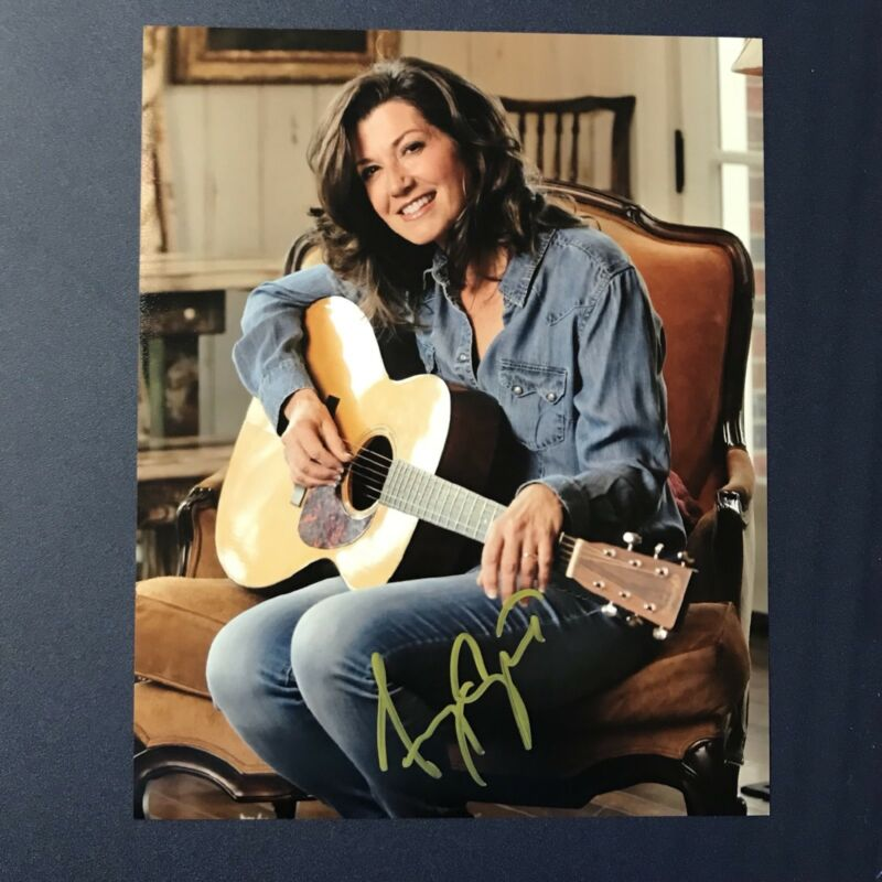 AMY GRANT SIGNED 8x10 PHOTO SIGNED CHRISTIAN SINGER AUTOGRAPHED AUTHENTIC COA