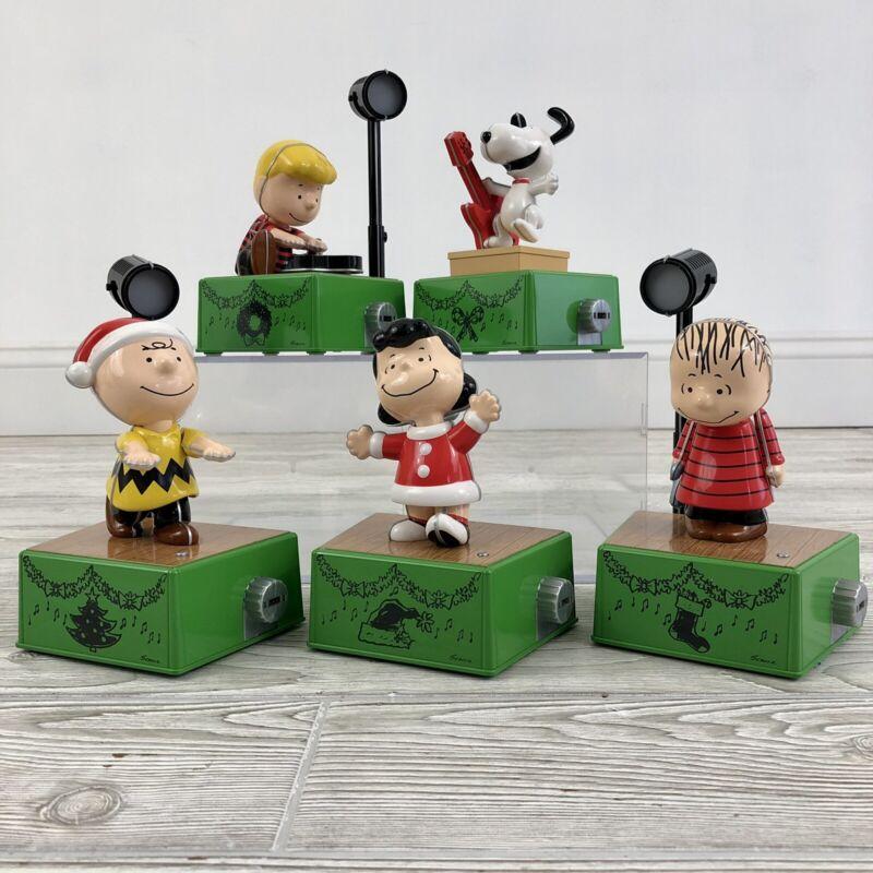 Hallmark 2017 Peanuts Christmas Dance Party Set /b