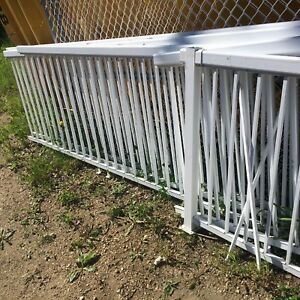 Aluminum handrail for deck.