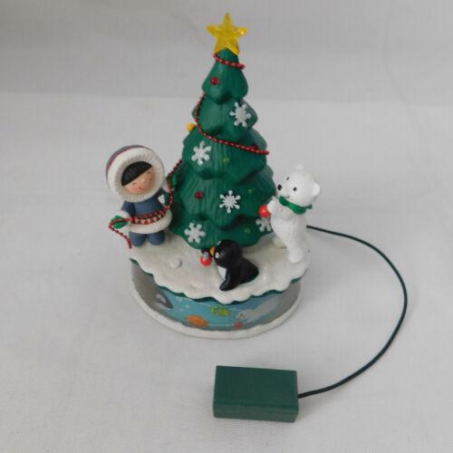 2012 Trimming the Tree Hallmark Ornament Frosty Friends Penguin Polar Bear Magic
