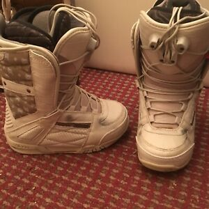 Women Nitro size 6 snowboarding boots in good condition.