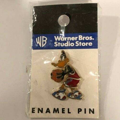 Daffy Duck Space Jam Basketball Pin Badge Looney Tunes Warner Bros WB