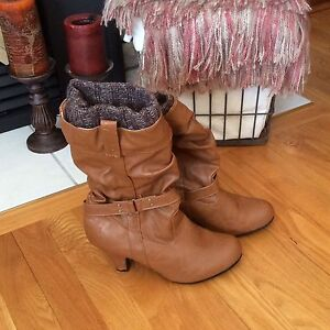 Boots like new size 8