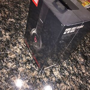 Brand new sealed in plastic Beats solo 2 wireless 200