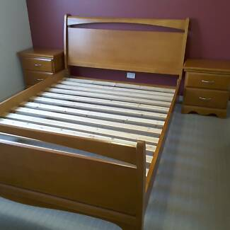 QUEEN SIZE BEDROOM SUITE BEDSIDE TABLES TALL BOY AND MIRROR
