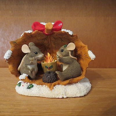 """Charming Tails """"Sharing A Warm And Cozy Holiday"""" with Box"""