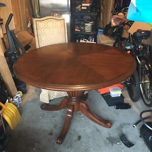 Bombay pedestal table and 4 chairs