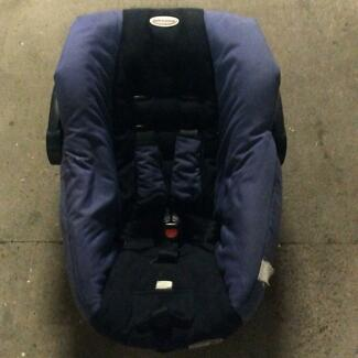 Safe n Sound baby car seat