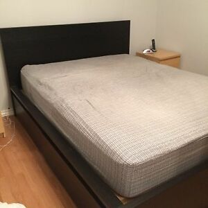 Très grand lit ( queen size bed frame )