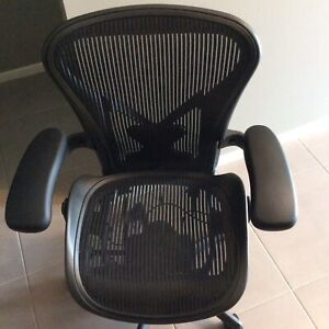Herman Miller Aeron Office Chair Size B Fully Loaded Like New 2014