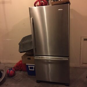 18 cuft whirlpool fridge.