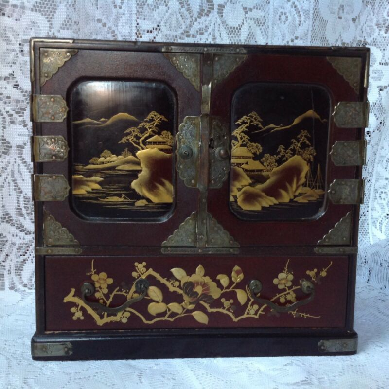 Chinese Antique Laquered Wood Jewellery Box, Hand Painted.
