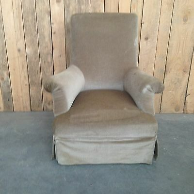grand model fauteuil  de repos avec accoudoirs piètement noir .XIX siècle.