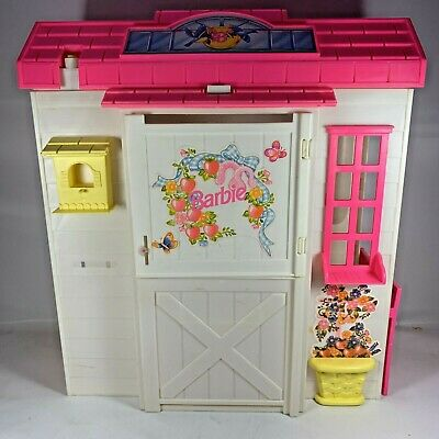 Vintage Mattel 1995 Barbie Doll Feeding Horse Stable Playset