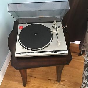 Technics SL-D20 turntable