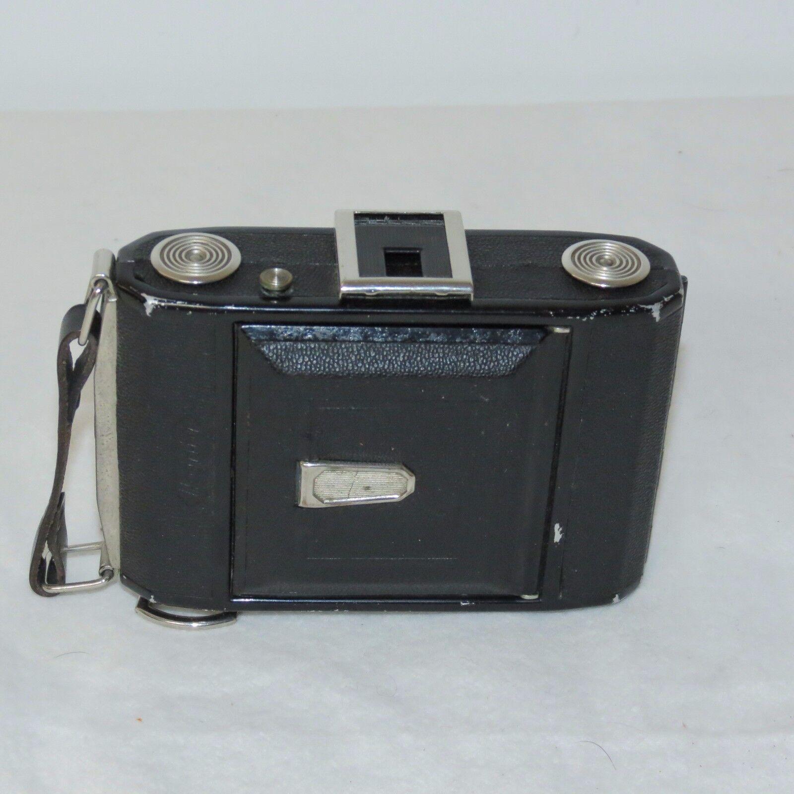 этому первые фотоаппараты с выдвижным объективом человека только что