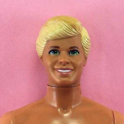 Barbie 1990 Kostüm Ball Ken Hautfarbenes Gelb Blond Geformte Haar Bogen (Ken Barbie Kostüm)