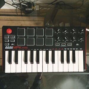 Akai MPK mini (Midi keyboard)