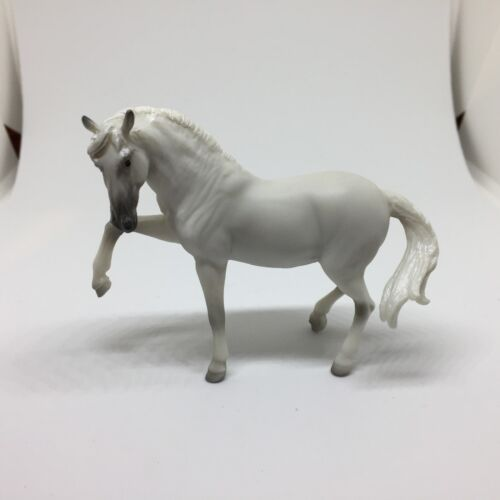 BREYER Stablemate 2018 Mystery Surprise Horse #6039 White Andalusian [-]