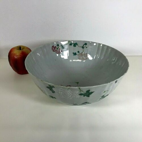 18th Century Chinese Export Ribbed Body Porcelain Bowl