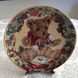 "Franklin Mint Teddy Plate ""Teddy's First Christmas"""