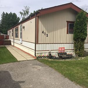 Hinton, AB, hill area home for sale
