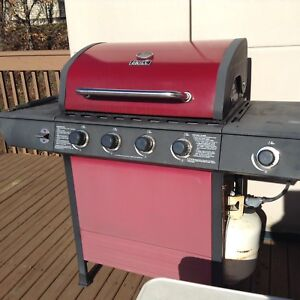 Propane BBQ 3 Yrs Old Includes Tank.....$80 First Come No Hold