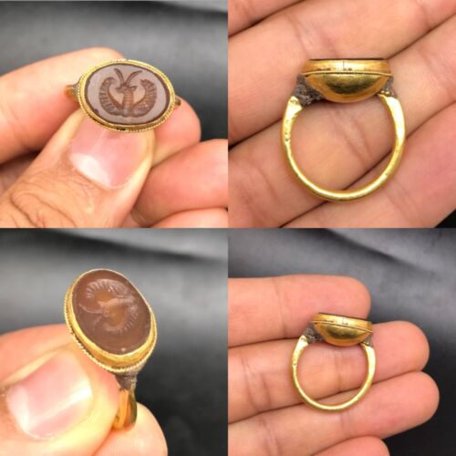 WONDERFUL Hellenic or Roman Gold seal ring depicting Nike circa 300-100 B.C