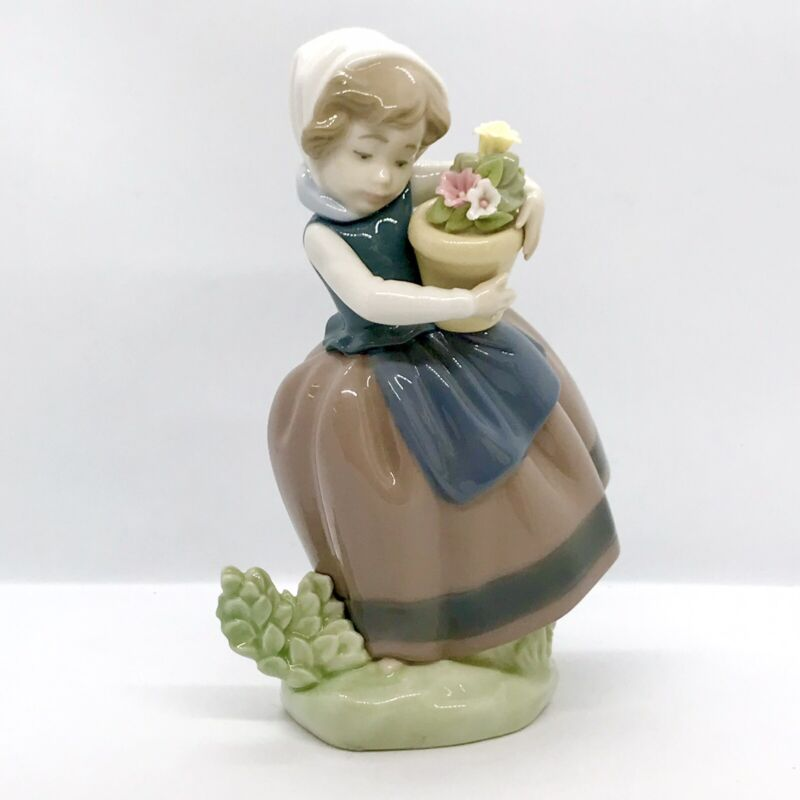 """Lladro Vintage 1983 Figurine #5223 Spring is Here Girl with Flower Pot 6 3/4"""""""