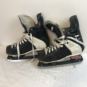 CCM TACKS Boys 5, good condition, some scuffs. Hockey.