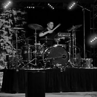 Expeirianced drummer looking for gigs.
