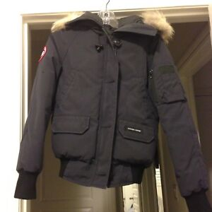 Women's Canada goose jacket in extra small and navy colour.