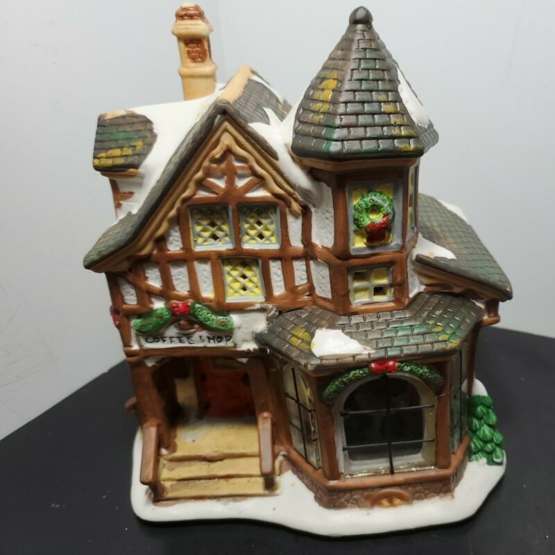 Christmas Streets 2004 Collection Coffee Shop Lighted Porcelain House  Complete