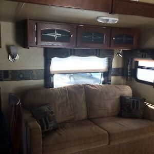 2011    29' Rockwood Signature Ultralight RV