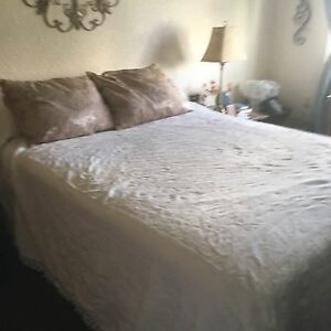 Double/full bedspread